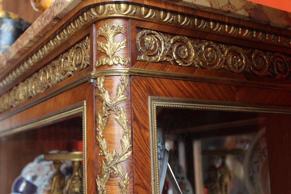 Vitrine louis xv dans le gout de dasson antiquaire for Antiquaire lille meuble