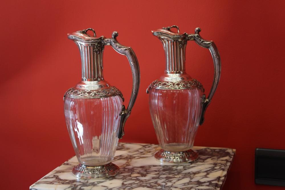 Paire d 39 aigui res de style louis xvi cristal et argent for Antiquaire lille meuble